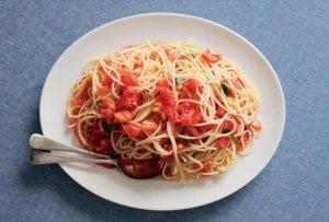 spaghetti-raw-tomato-sauce